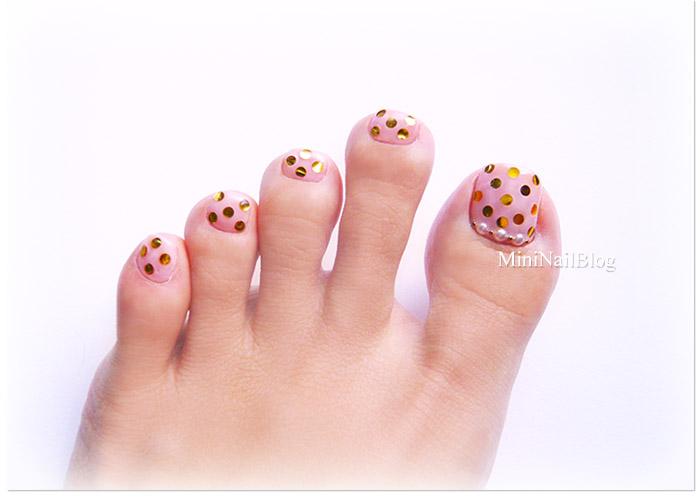 Toe nail designs with gold : Pink and gold pedicure nailbees