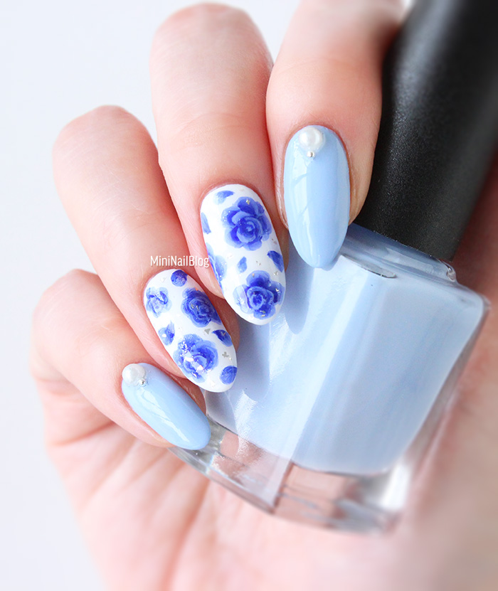 Nail Art Blue Roses