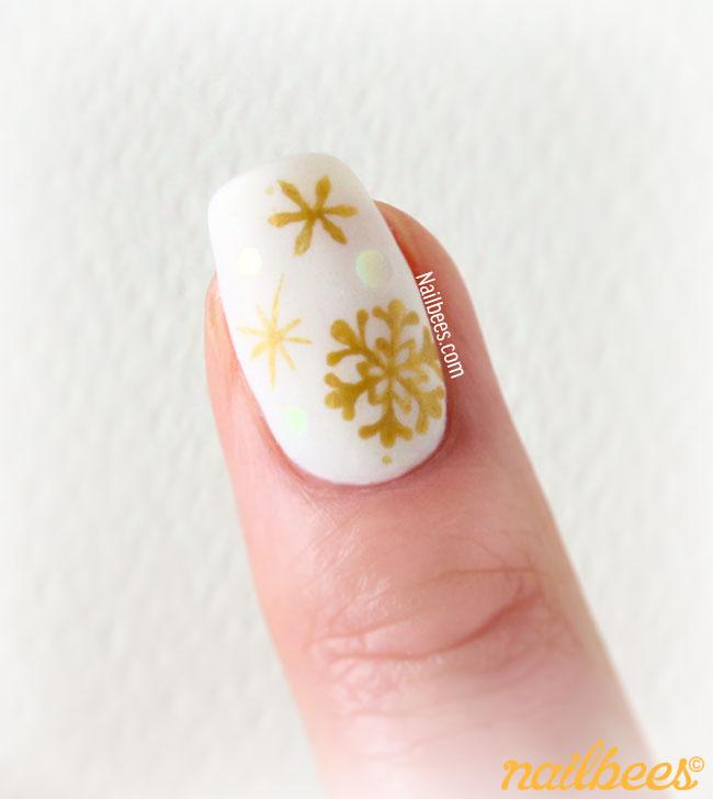 Snowflake Nail Art Gold